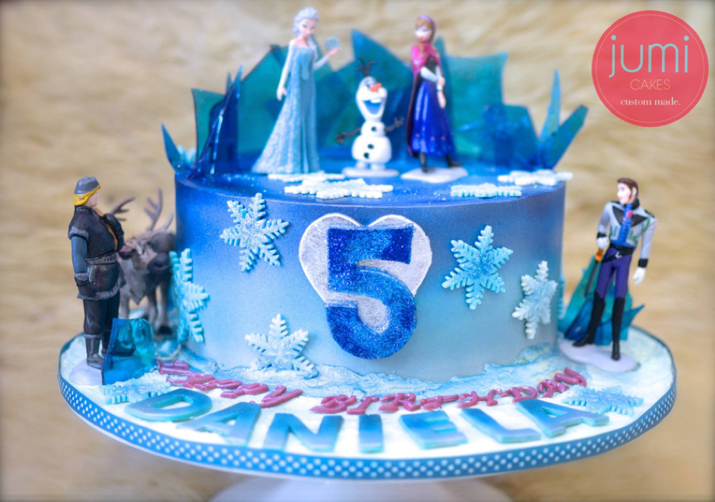 Kid's birthday Cake - Frozen cake by Jumi Cakes
